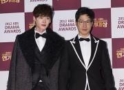 イ・ジョンヒョク&ユ・ジュンサン、ブラックのスーツで登場 -『2012 KBS演技大賞』