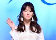 ソン・ヘギョ、白いミニスカワンピで登場 - SBS新ドラマ『その冬、風が吹く』制作発表会