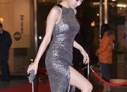 ユ・インナ、セクシーなスリットの入ったシルバーのドレスで登場、「2013 KBS演技大賞」に出席!