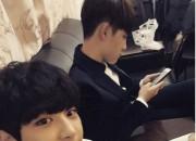 """EXO チャンヨル、D.O.の誕生日お祝いの認証ショットを公開 """"おめでとう!ギョンス"""""""