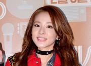 ミニシャツワンピで登場。2NE1サンダラ、映画『セ・シ・ボン』VIP試写会に出席【写真】